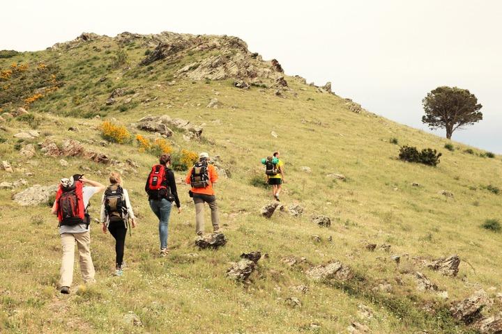Randonneurs sur le chemin de Collioure à Cadaqués