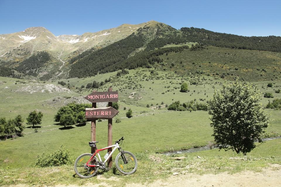 Fin d'une descente en VTT dans le Val d'Aran, Catalogne, juin 2012