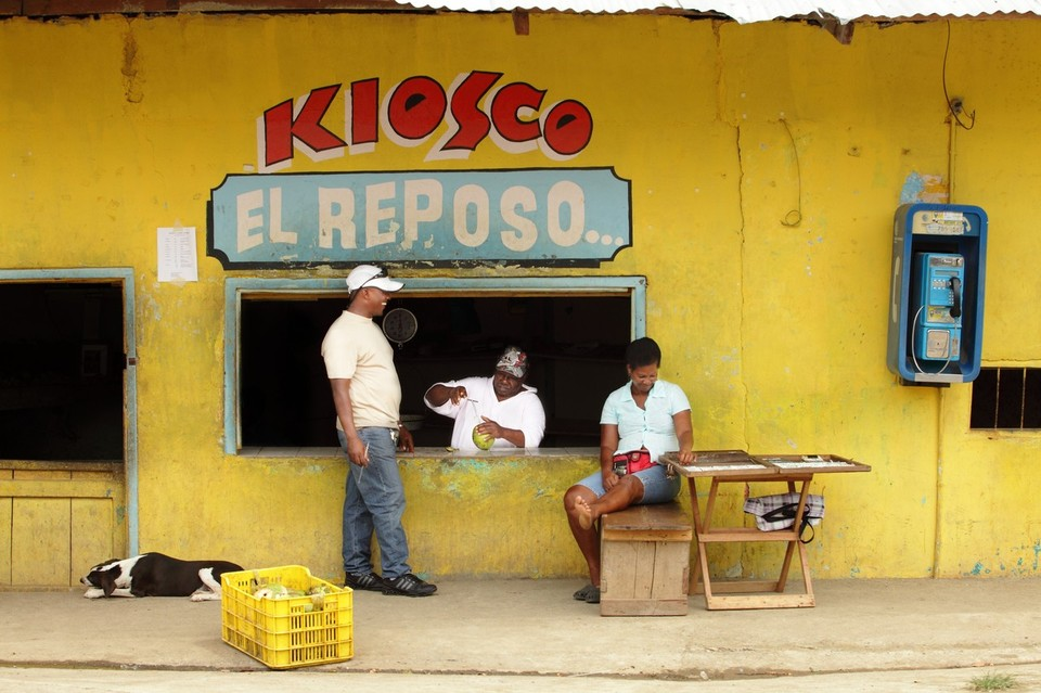 Petit bar de Yavisa, dernier village avant la Colombie, Panama, Aout 2012