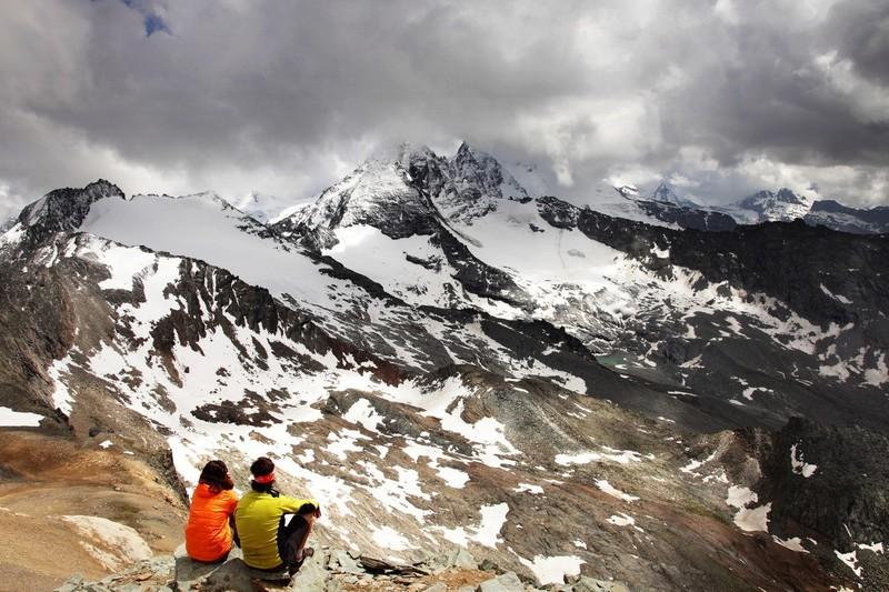 Vue sur le Gran Paradis caché par les nuages dans le Val d'Aoste, juillet 2012