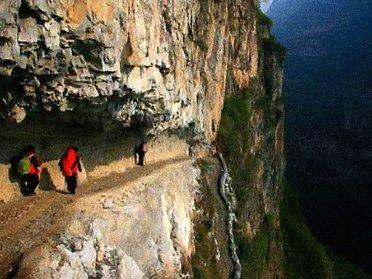 Chemin à flan de falaise en Chine