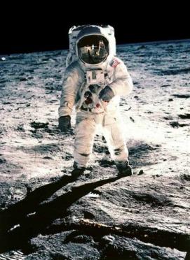 La première randonnée sur la lune