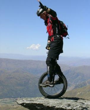 Le camp de base de l'Everest en monocycle