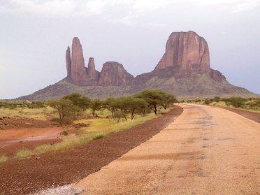 Les monts Hombori